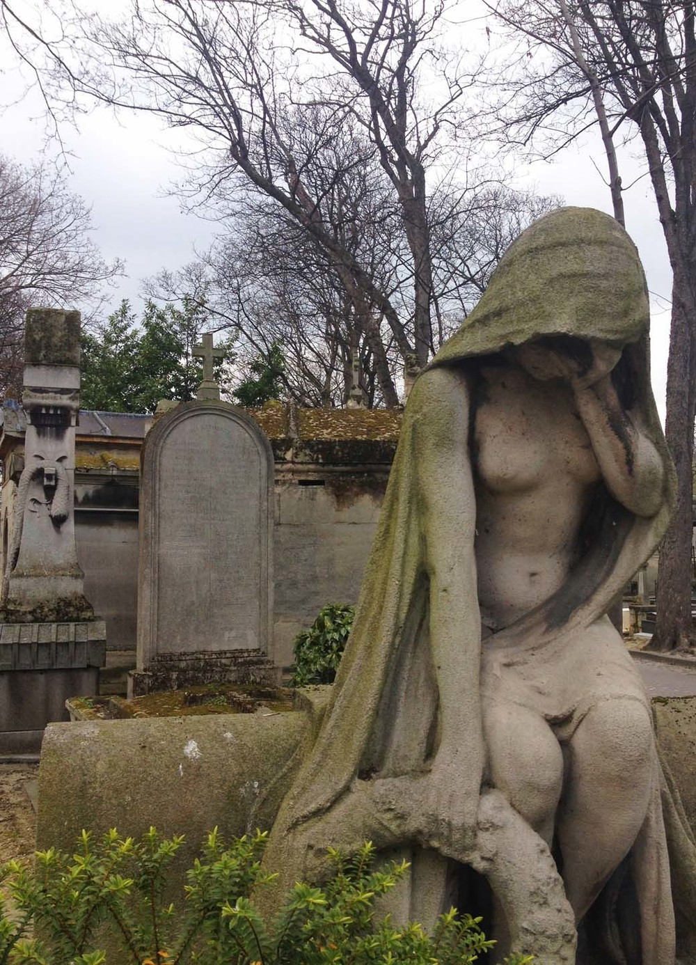 A woman mourns, Cimetière de Montmartre, Paris