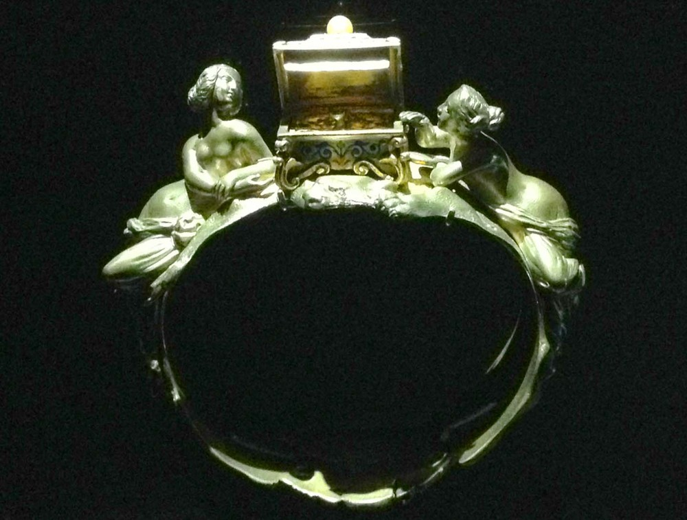 Vintage Gold ring women with treasure chest