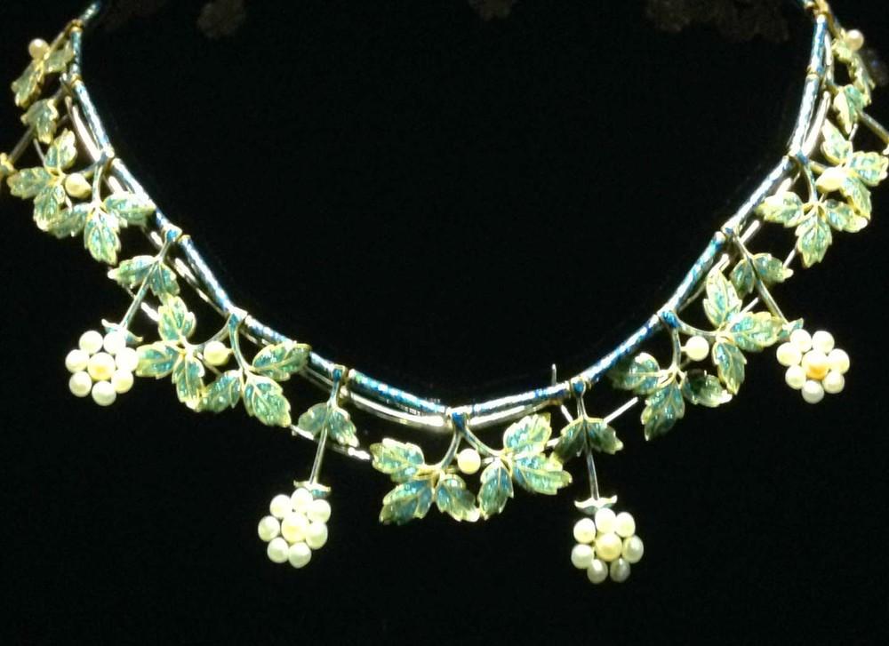 Art nouveau Enamel floral neklace