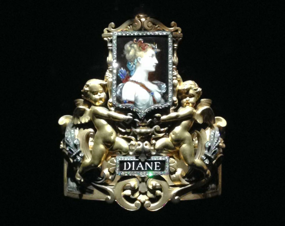 Diane brooch-gold angels
