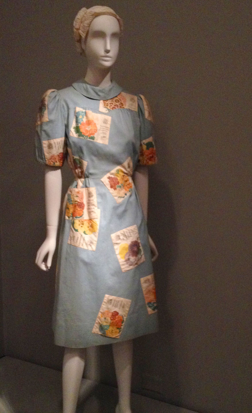 schaiperelli-blue-seed-packet-dress-1939.jpg