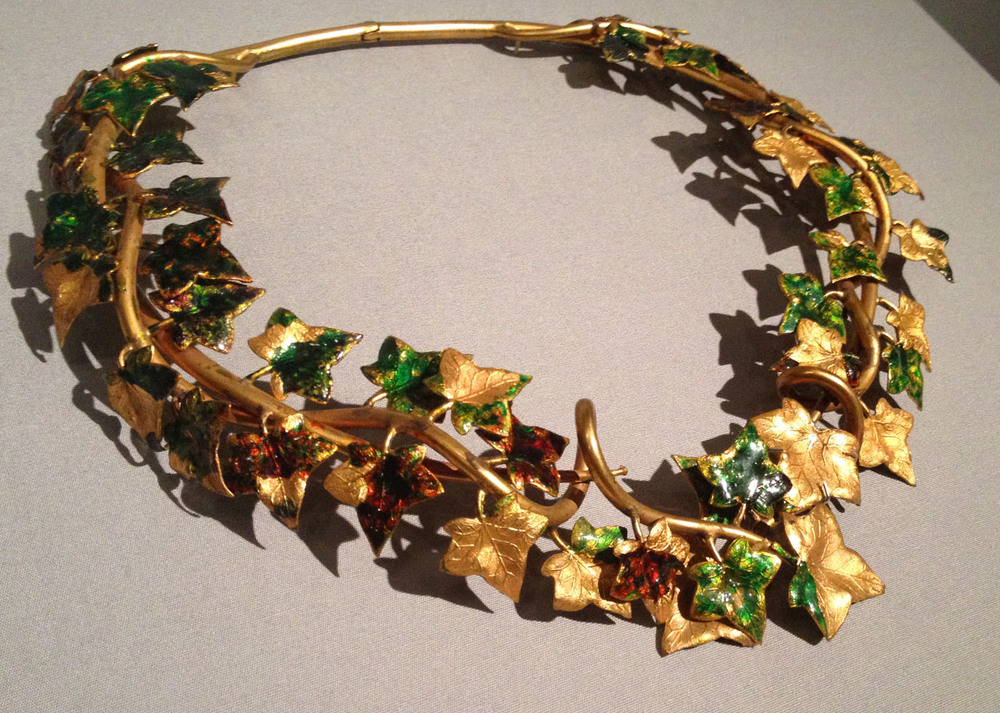 ivy-necklace-schiaperelli.jpg