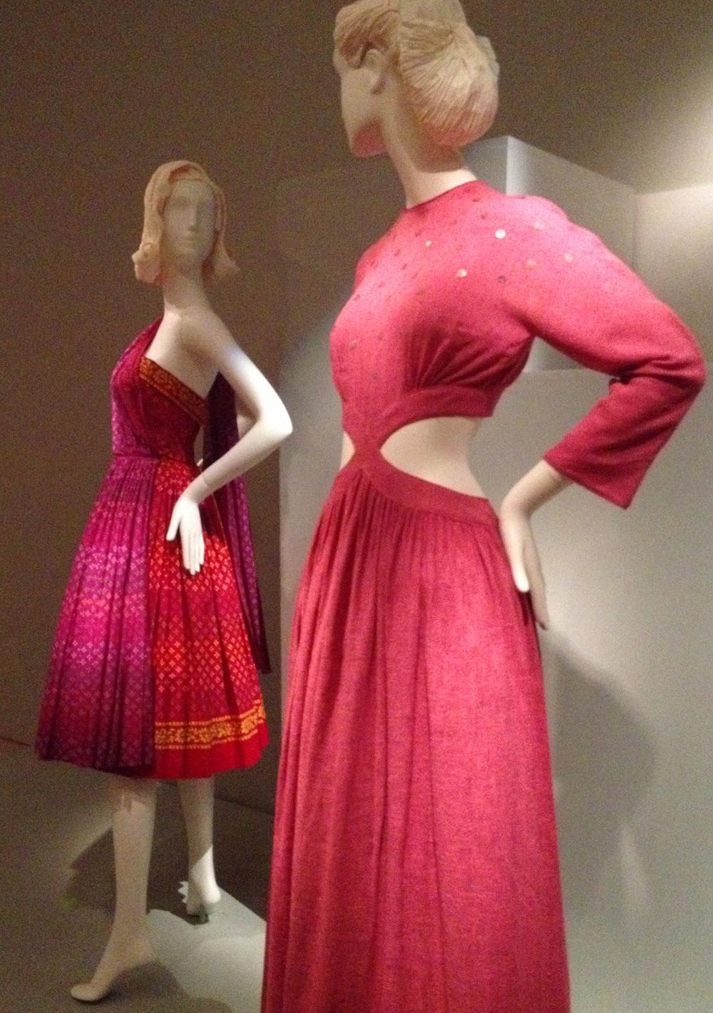 Cashin-dresses-1945-profile.jpg