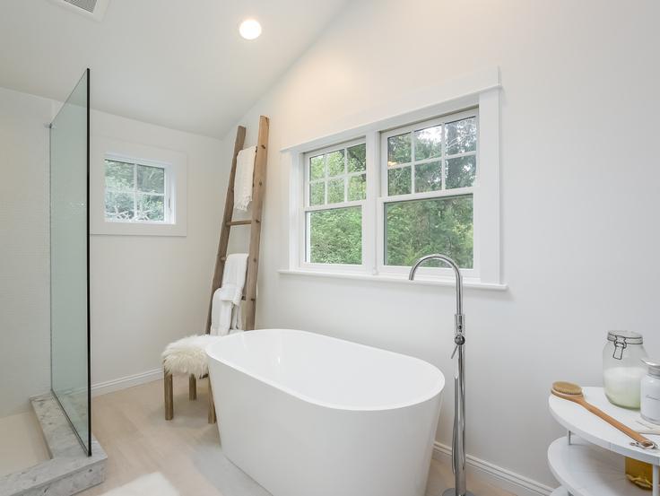 028-Master_Bathroom-4866340-small4x3.jpg
