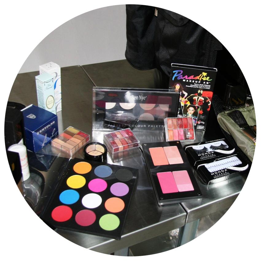 Makeup-kit-6.png