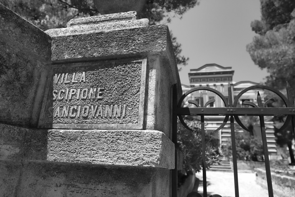 day_152_c5d2_italy_puglia_santa_maria_di_leuca_villas-51.jpg
