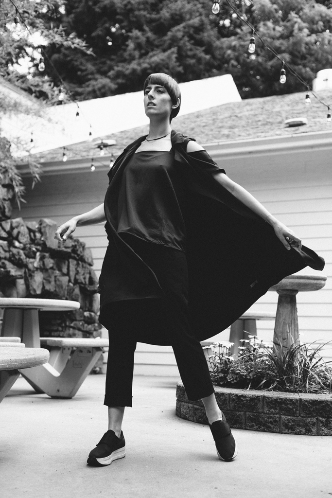 gia_goodrich_fashion_and_beauty_photographer_black_and_white_suitcase_laundry_04.jpg