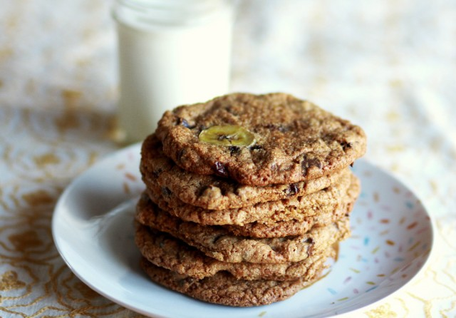 Whole-wheat-chocolate-chip-cookies-640x446