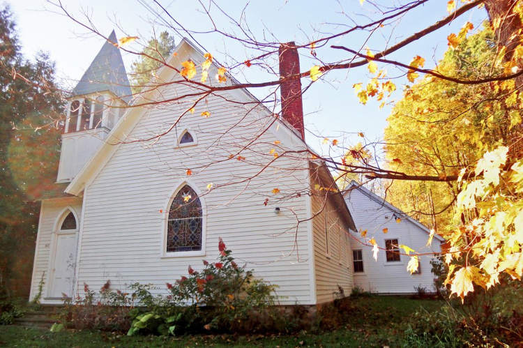 Church-front-fall-1500px-960x639