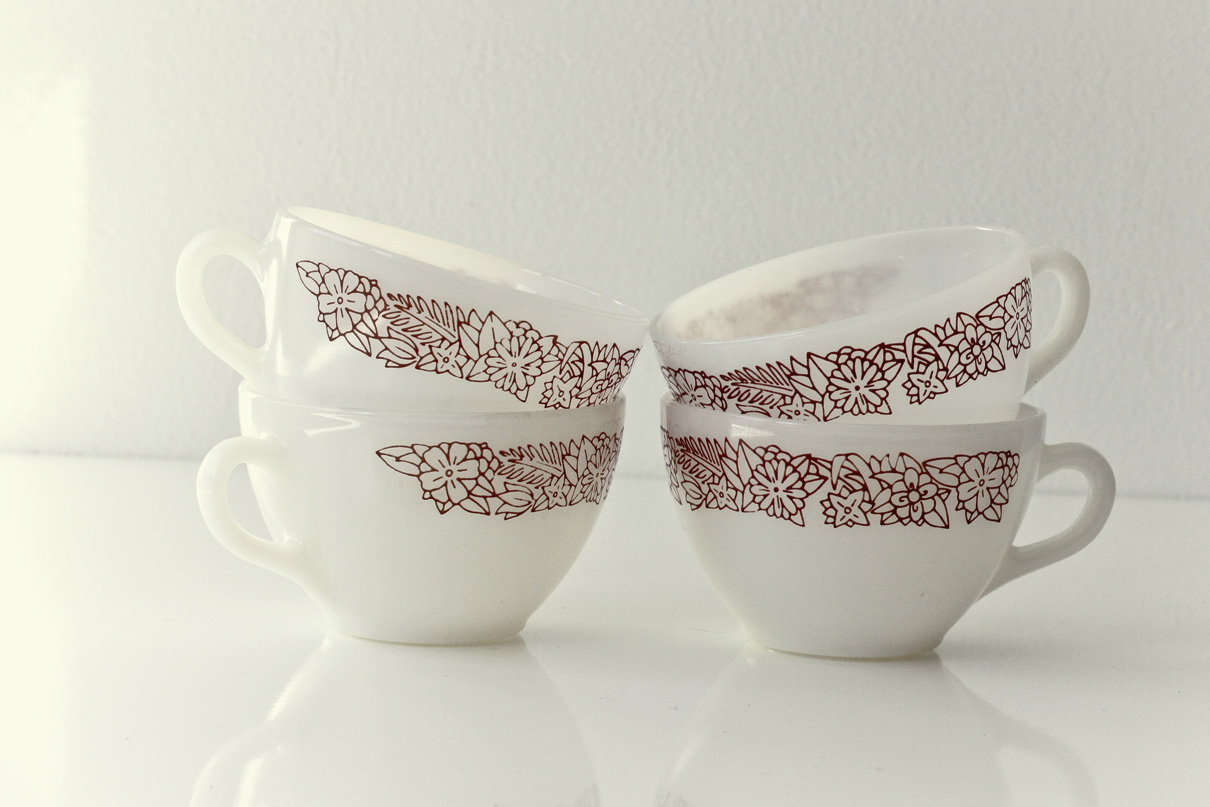 Thrift Store Finds: Pyrex Mugs// Thrifted