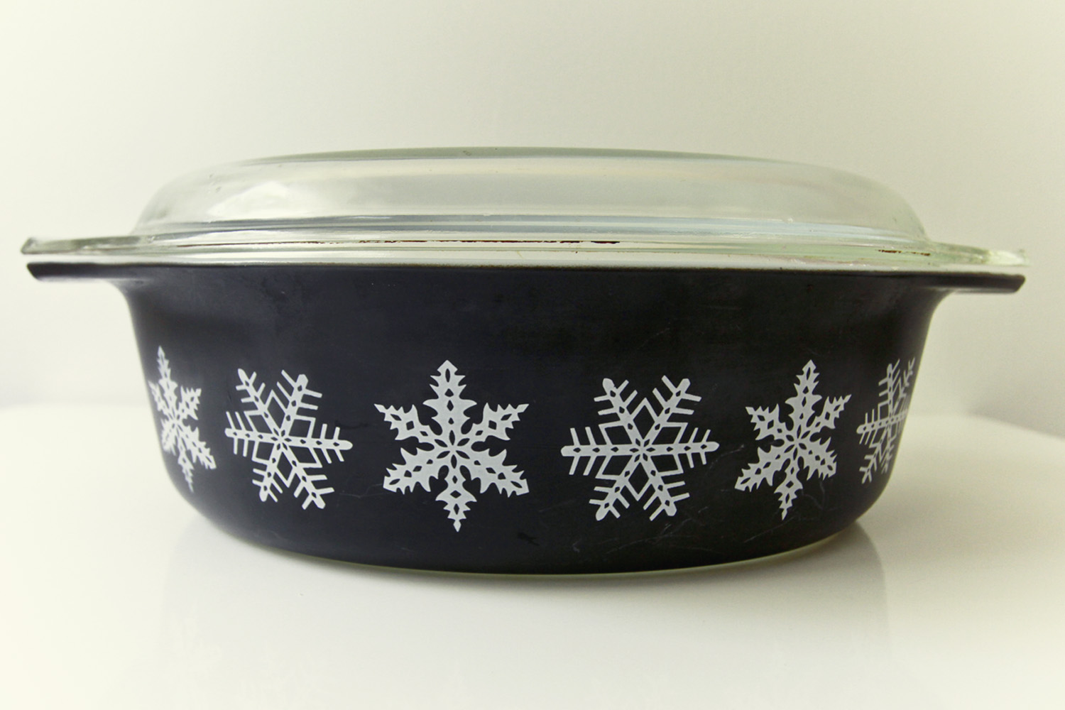 Thrift Store Finds: Black Snowflake Pyrex// Thrifted