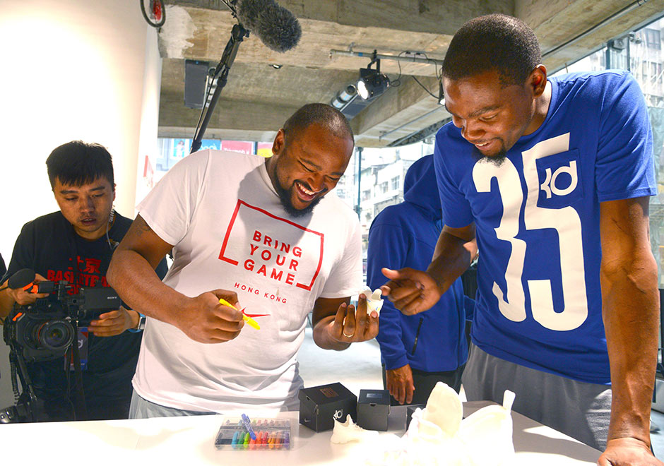 Kevin Durant paint up the mini replica