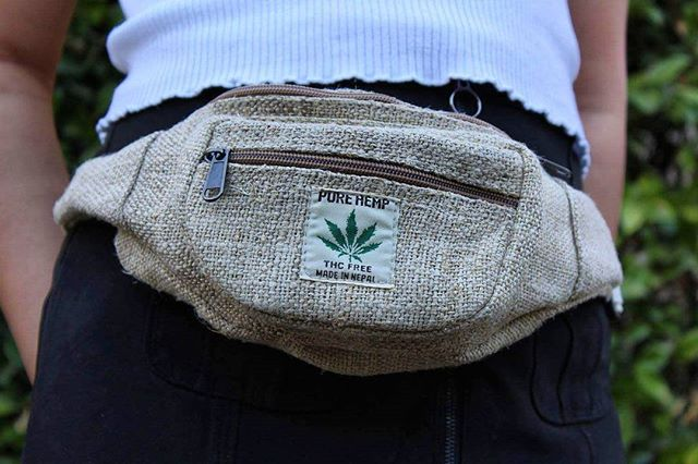 Pure Hemp Fannypack! 😍 Simple and great for any outfit. 🤘 ⚠️Low stock remaining ✔ Get yours today with link in bio 💚  #hempacks #fannypack #hippiefashion #hippie #school #adventure