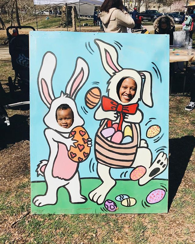 Took Hendrix to the park today and randomly stumbled upon a super lit Easter egg hunt extravaganza!! Of course, we indulged in all the festivities because why not?! 😂 I might have had more fun than her. 😩😭 #mommyandme #easterbunnies Thanks @renewal.westphilly for hosting this!!! ❤️