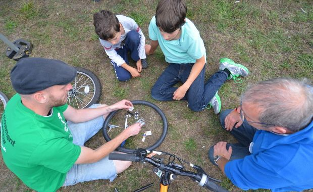 SUSTRANS Puncture repair workshop. Teaching people how to fix a puncture