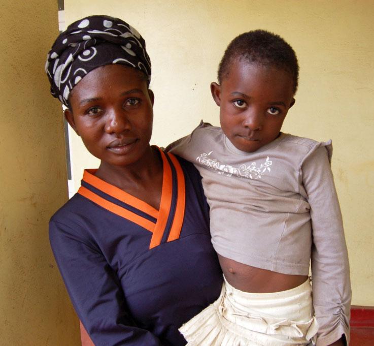 To nyankomne mødre med barna sine.