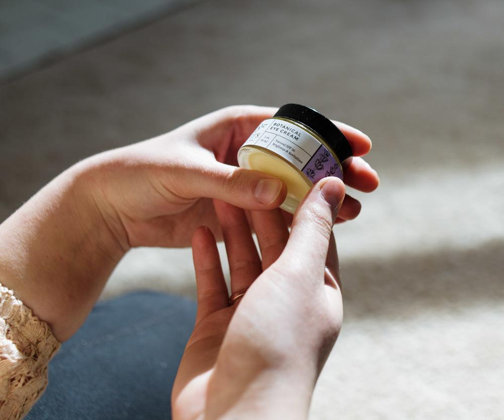 holding-botanical-eye-cream