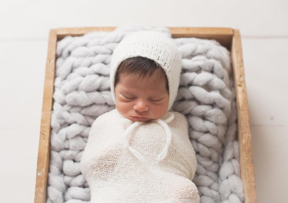 Toronto Professional Newborn Pictures