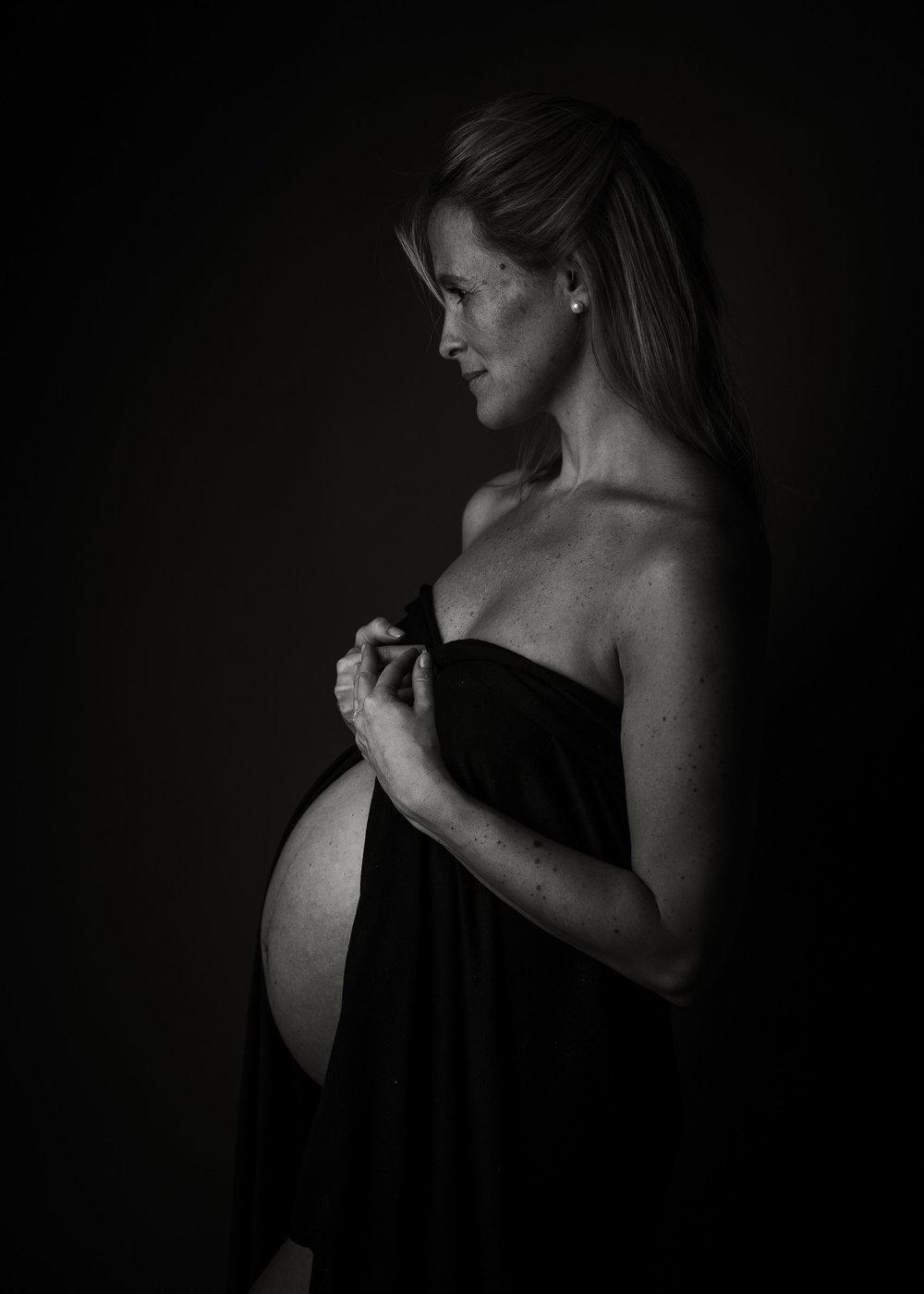Toronto-Maternity-Photographer-Luve-Ashlyn-Photography-20.jpg