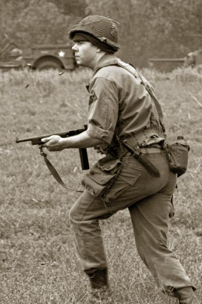 US_GI_firing_Thompson_3619-400x600.jpg