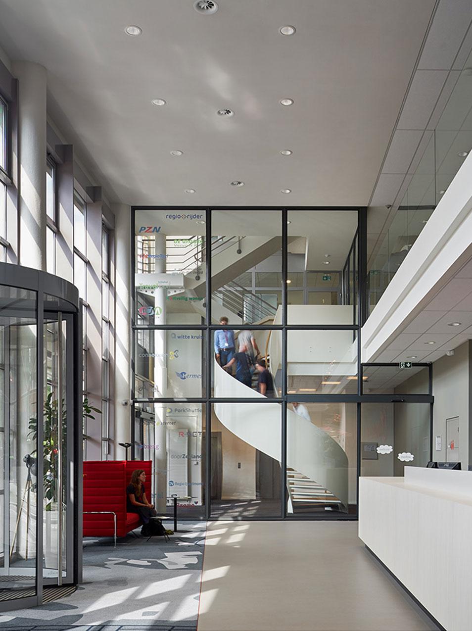 BFAS_stationsgebouw_hilversum_architectuur_kantoor_trap_1.jpg
