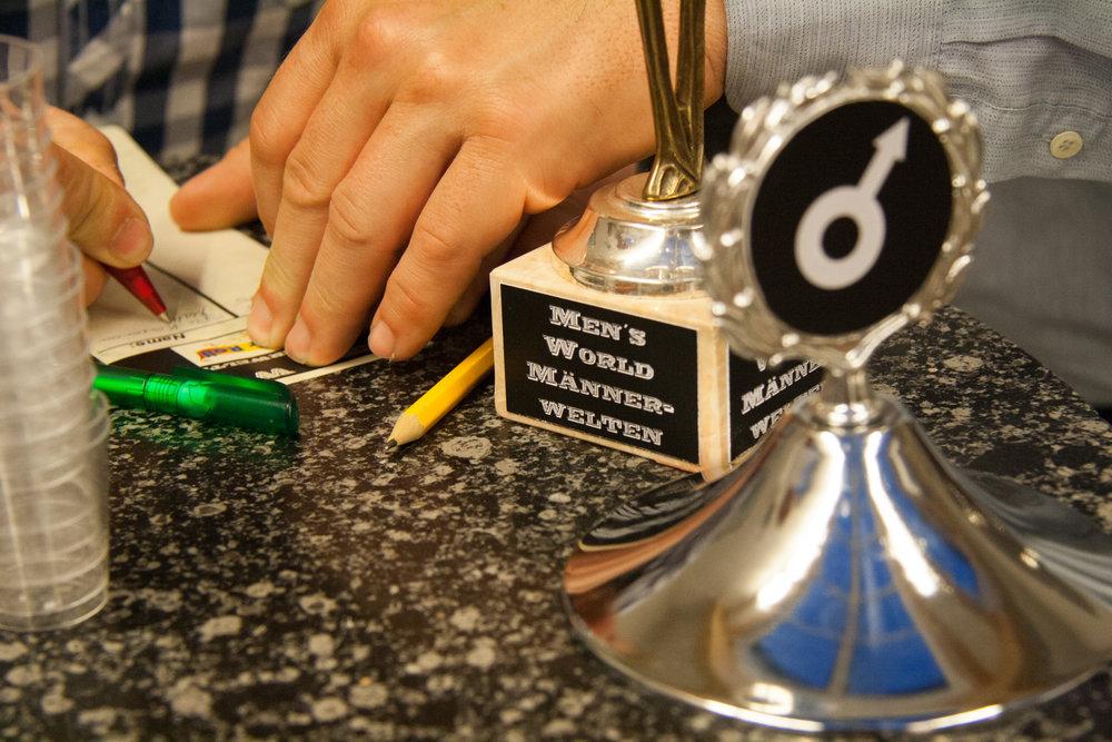Der Mens World Pokal mit der roll of honor