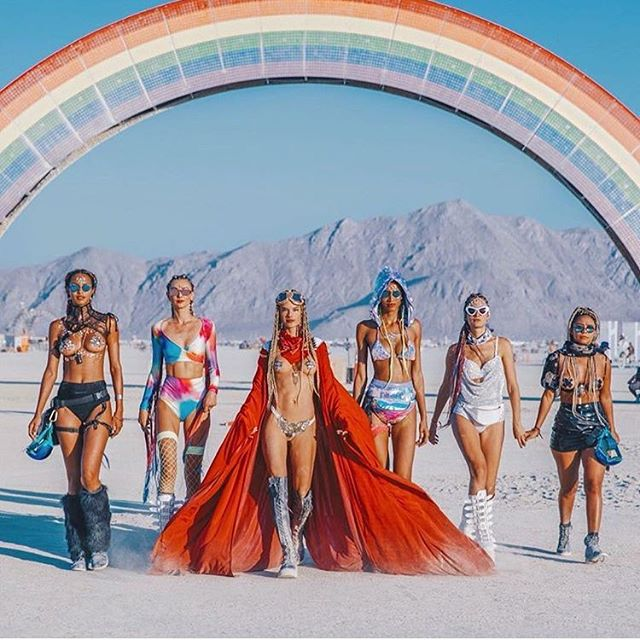 🌈 @alessandraambrosio and her girls giving us LIFE over the rainbow 🌈  @burningman #burnergirls