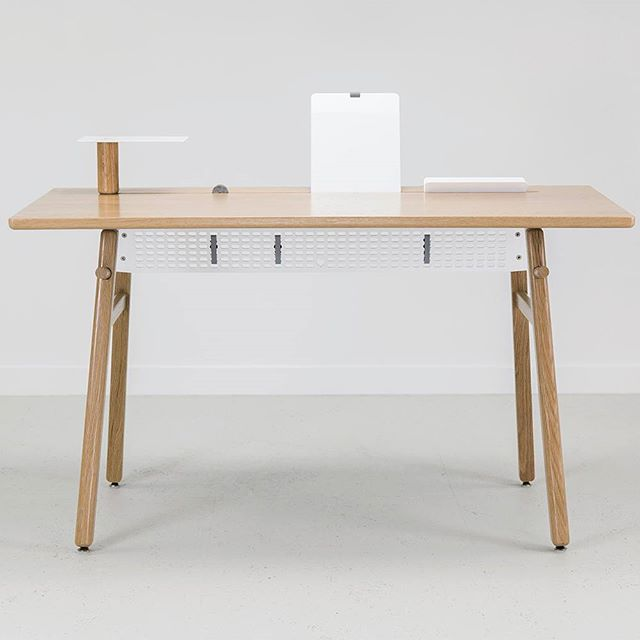 A clean start to the new week with our white oak #Desk02