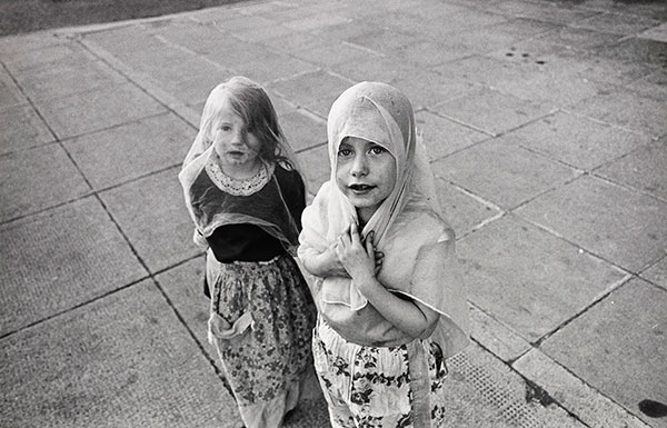 Playing at 'Weddings'. The Gorbals, Glasgow, August 1970 © Nick Hedges / National Media Museum, Bradford