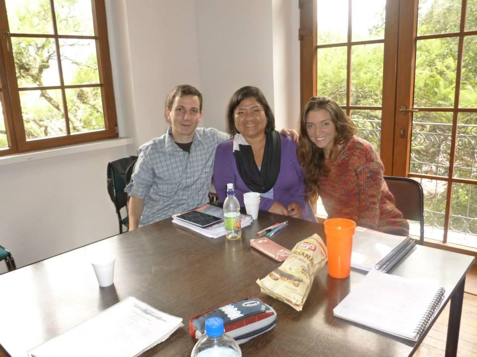 Ruth y sus alumnos.jpg