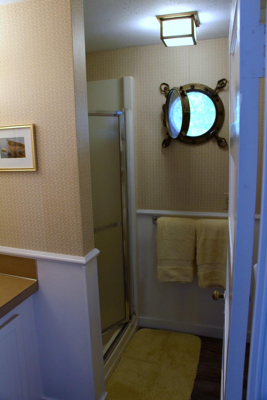Quartermaster Cottage Bath 2.jpg