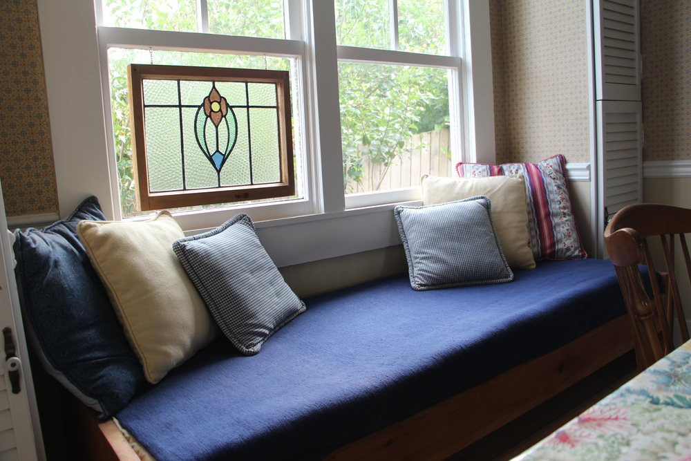 Quartermaster Cottage Window Seat bed.JPG