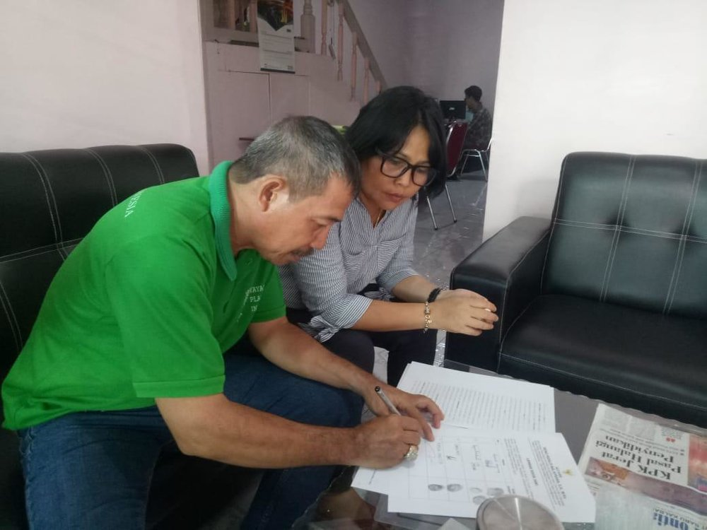 Our Managing Director Novi and PUM Manager Pak Rusli officiating the purchase of the land that our Songbird Rescue and Rehab Center will be built on.