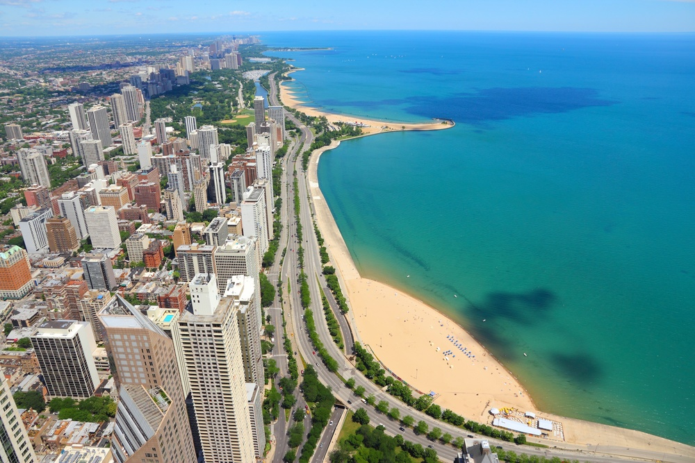 Block To Oak Street Beach    SAVE $300 TODAY    Call: (312) 614.1475