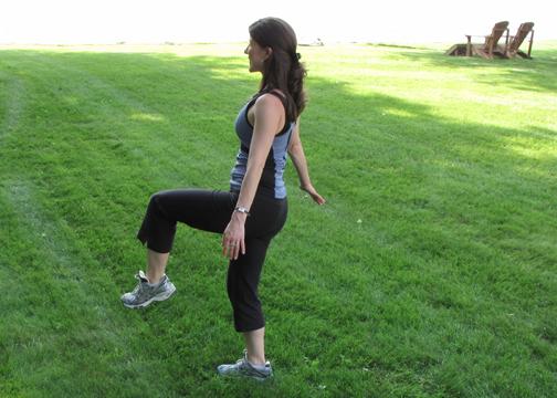 Alternating knee taps