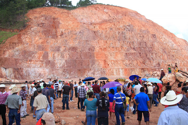 Blockade near ancient cemetery where Toronto-based Aura Minerals wants to expand its gold mining operations in Honduras. photo: Karen Spring