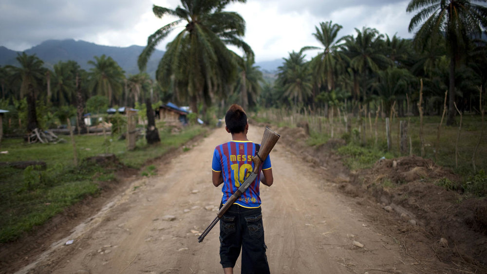 Honduran youth patrols the conflict zone between campesinos and Dinant | AP