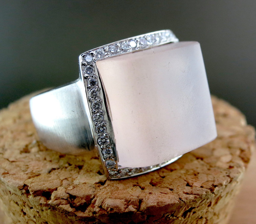 18 Karat White Gold and Rose Quartz Ring, accented with Diamonds (MB110)