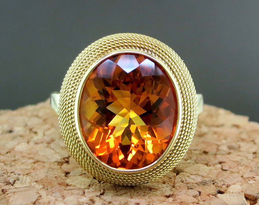 18 Karat Yellow Gold and Citrine Ring (MB886)