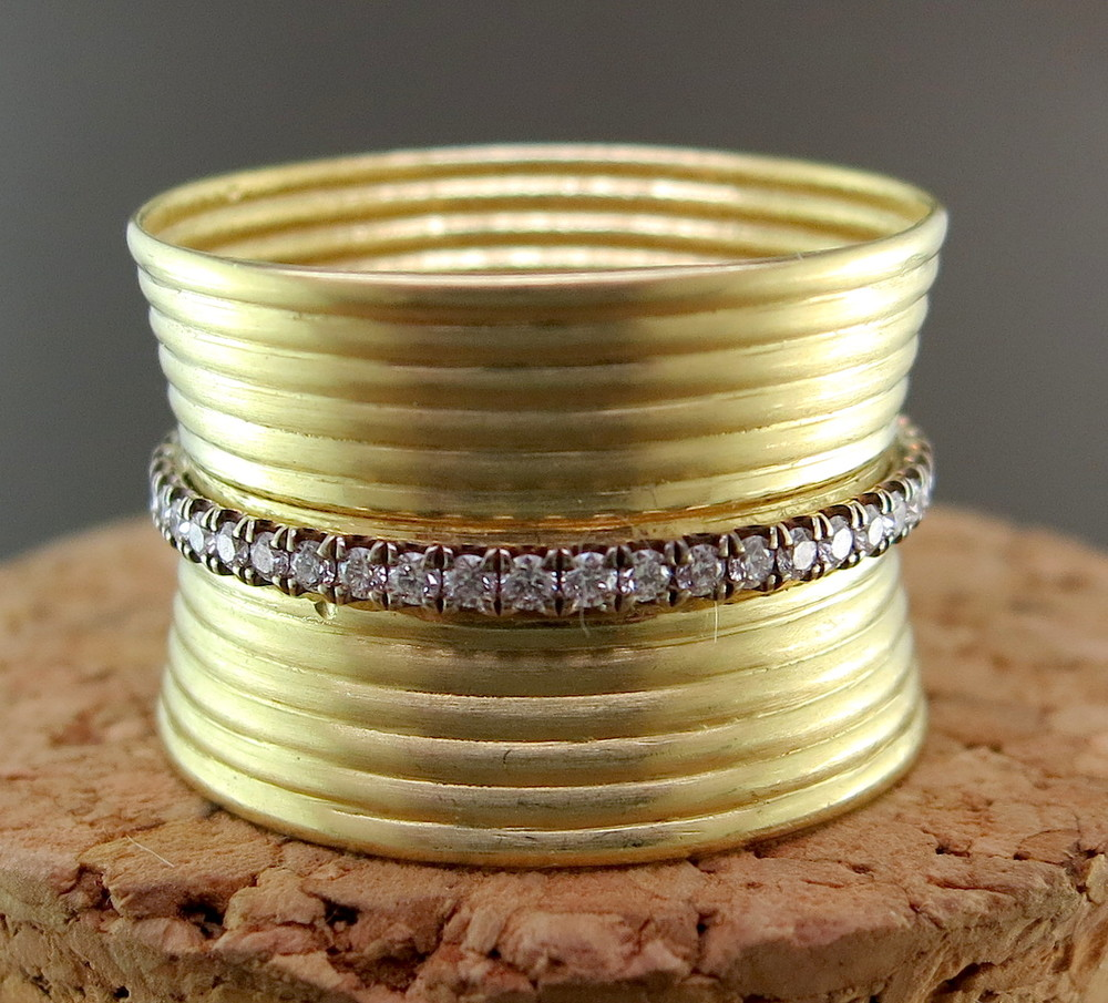 18 Karat Yellow Gold and Diamond Ring (MB2340)