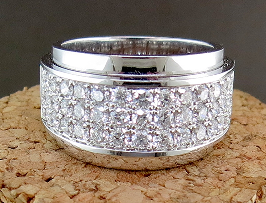 18 Karat White Gold and Diamond Ring (BB2313)