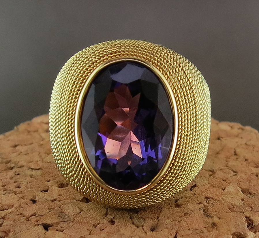 18 Karat Yellow Gold and Amethyst Ring (MB885)