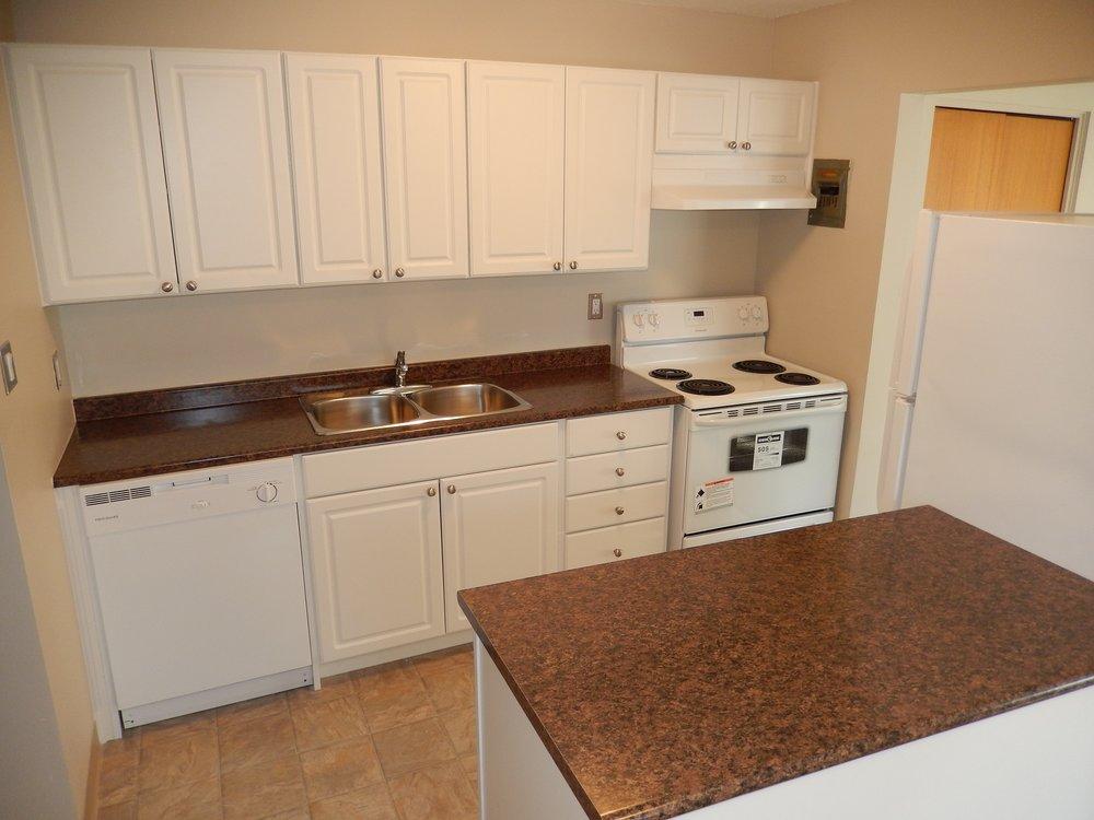 kitchen 1 203-619 Idydwyld Cr.JPG