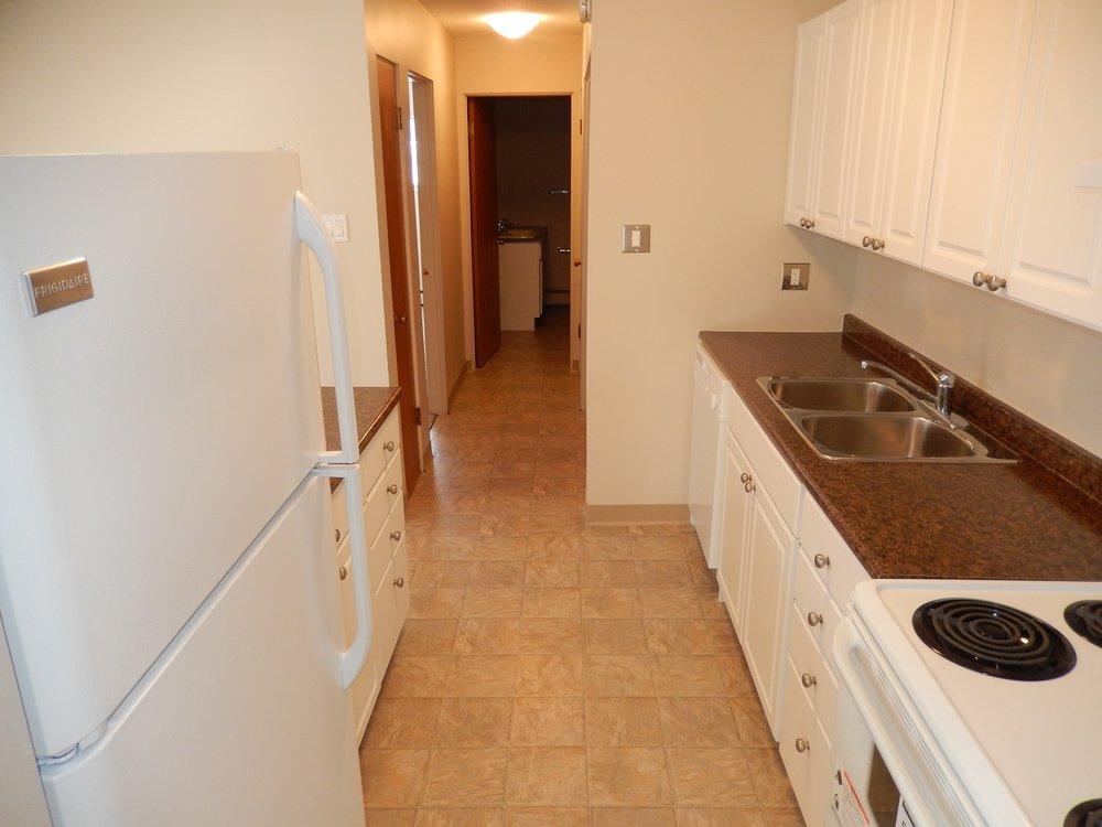 kitchen 2 203-619 Idydwyld Cr.JPG