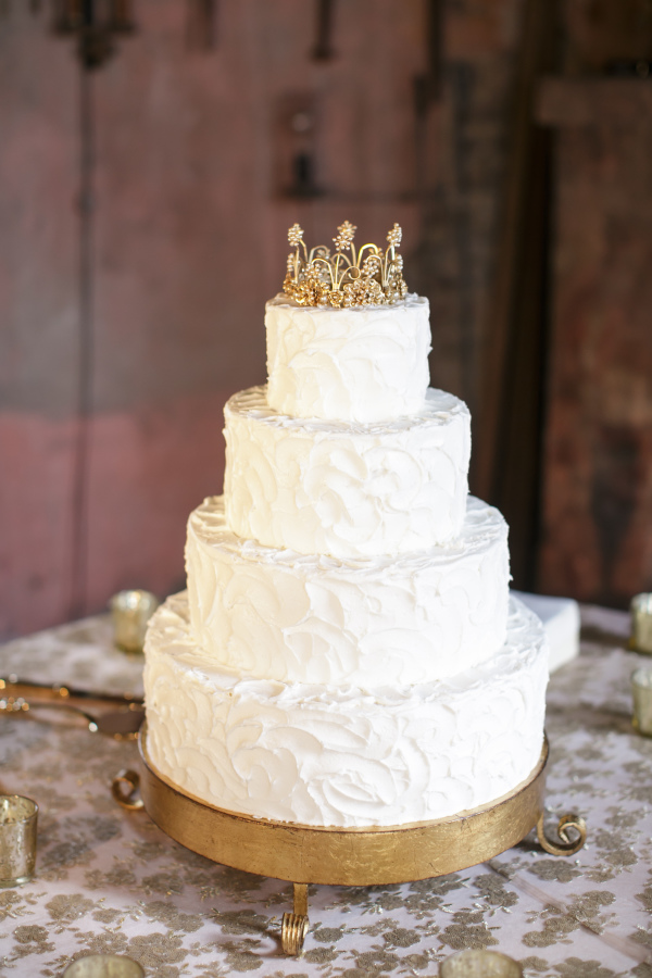 White cake with Gold Crown