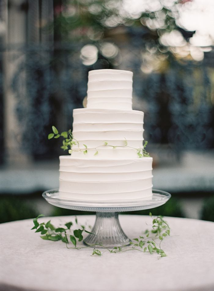 simple white wedding cake pictures 14 minimalist white wedding cake styles the bohemian wedding 20118