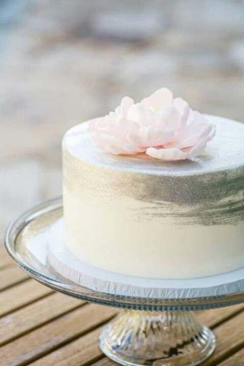 14 Minimalist White Wedding Cake Styles The Bohemian Wedding