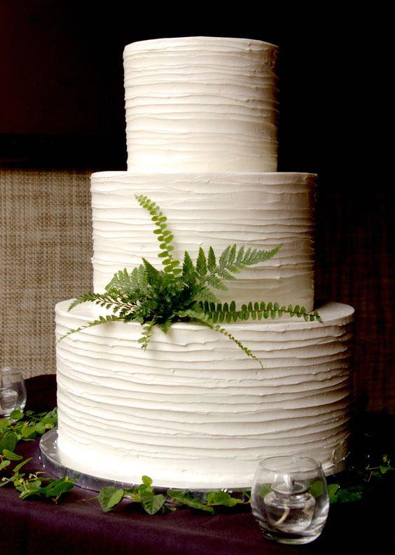 Minimalist Wedding Cake with Ferns