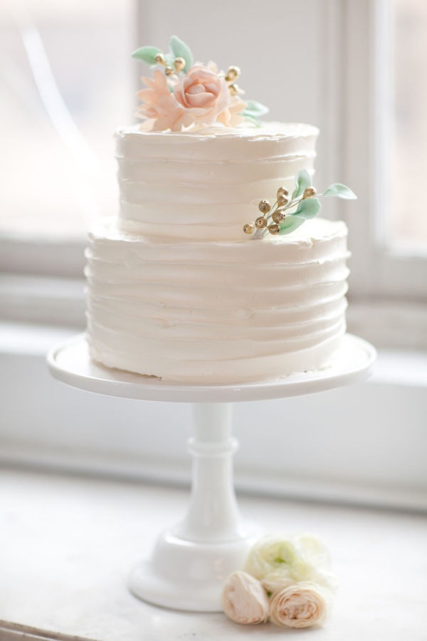 Minimalist Wedding Cake with Flower