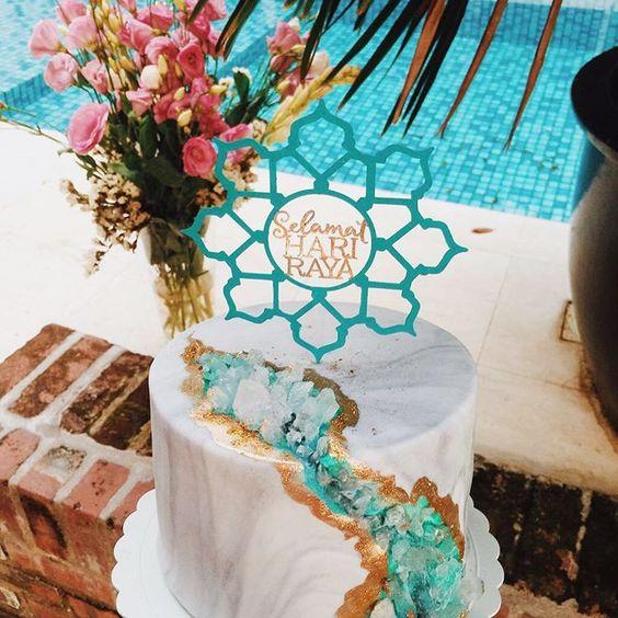 Turquoise Geode Wedding Cake
